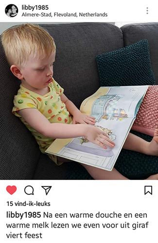 kleuter leest prentenboek giraf viert feest