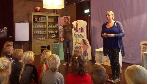 op-het-podium-in-de-kinderboekenweek-web
