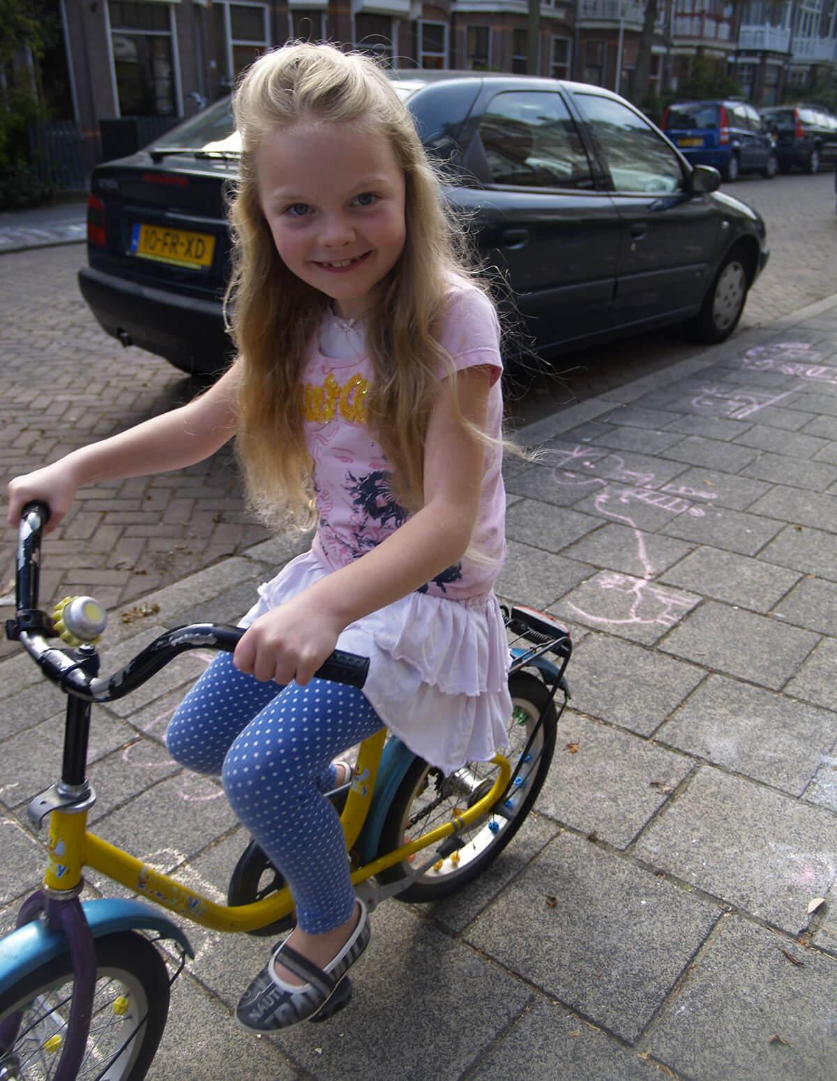 Giraf leert fietsen, leren fietsen, fietsen leren,